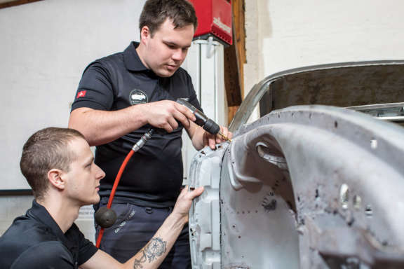 Galerie2 Bild4 Schweissarbeiten Porsche Karosserie