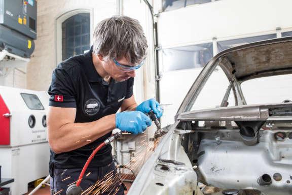 Galerie2 Bild5 Schweissarbeiten Porsche Karosserie