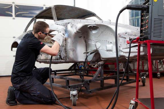 Schweissarbeiten Porsche Karosserie