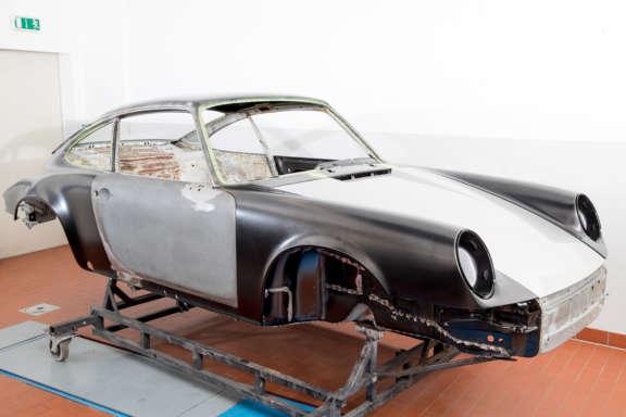 Galerie1 Bild2 Karosserie Blecharbeiten Porsche