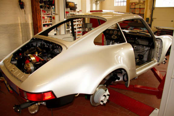 Galerie2 Bild1 Komplett Restauration Porsche 930 Silber Metallic